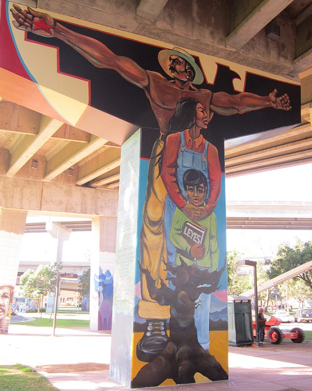 Leyes la familia a chicano park mural write2think for Mural una familia chicana
